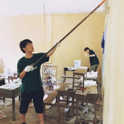 カンボジアでチャイルドケア&地域奉仕活動 秋葉秀尚